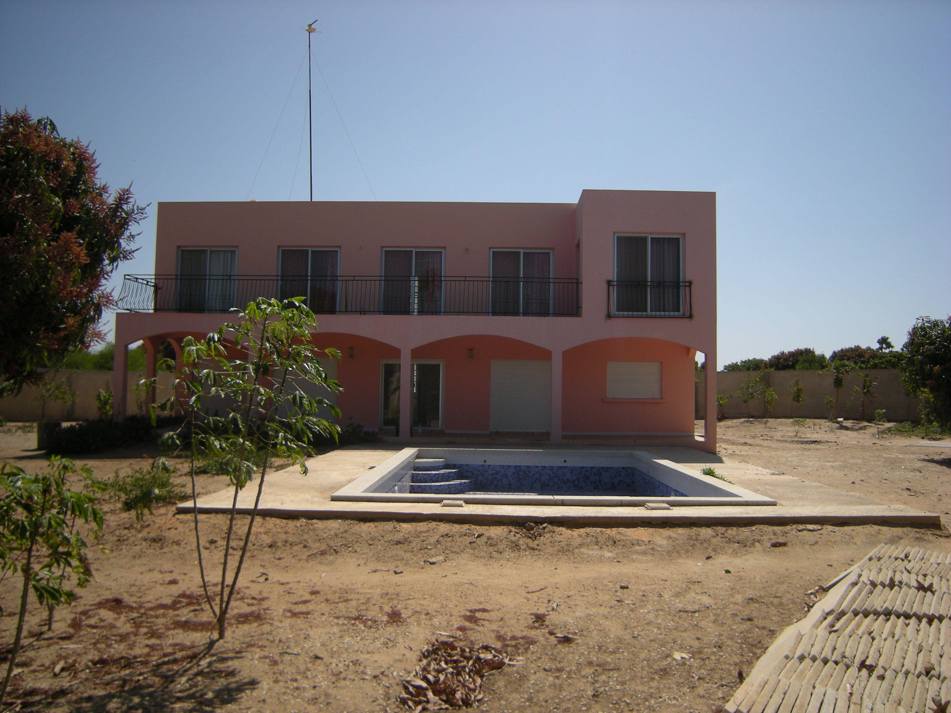 Villa avec piscine au lac rose for Villa avec piscine